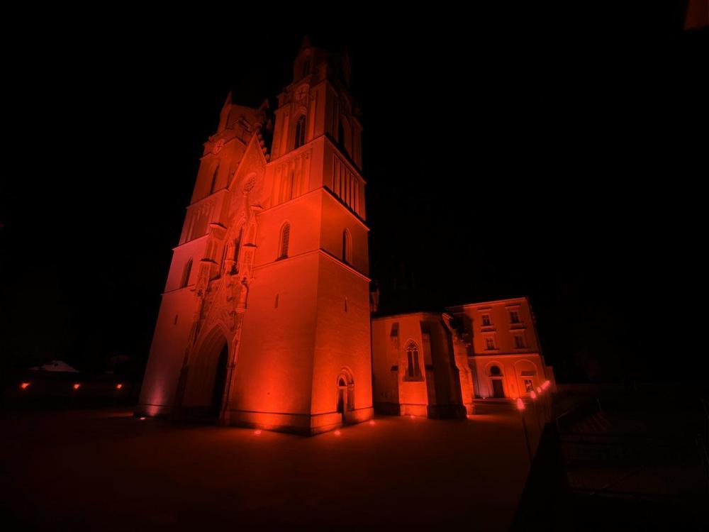 Zeichen gegen Christenverfolgung: Stift Admont leuchtet in Rot