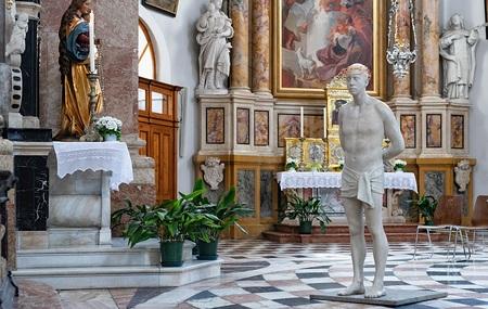 Spitzenwerke-zeitgen-ssischer-Kunst-in-Tiroler-Kirchen