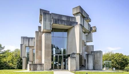 Wiener-Wotruba-Kirche-Schau-ber-Architekturikone-aus-Beton